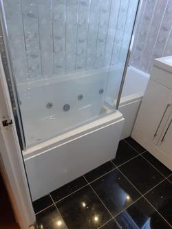L Shape jet bath © Shower People Ltd.