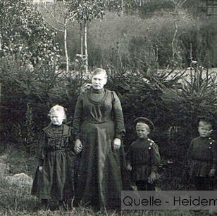 11-N-HEID-18 Hegefamilie-mit-kleinen-Kin