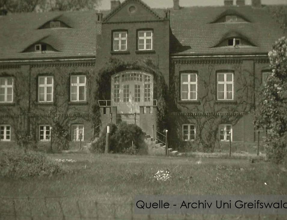 08-W-UNI-ARCH-14-Gutshaus-bewachsen-K-60