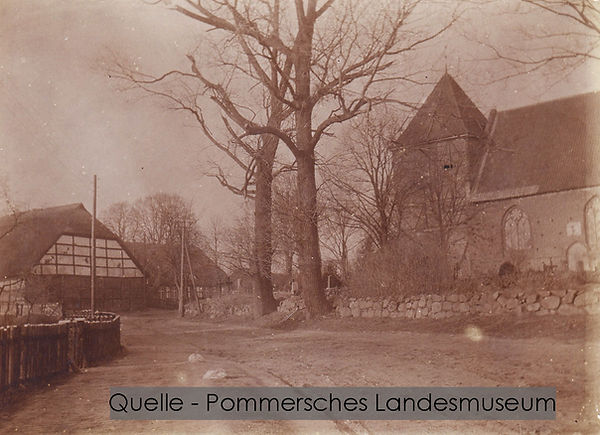 16-N-POM-03-Kirche-und-Pfarrhaus-Alwine-