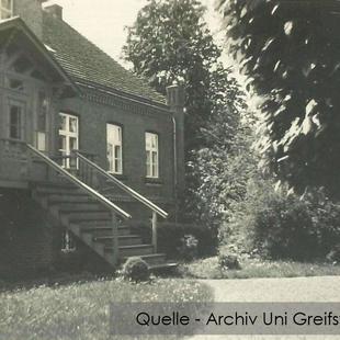 08-W-UNI-ARCH-10-Gutshaus-Parkseite