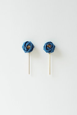 藍とつばきとゴールドバー