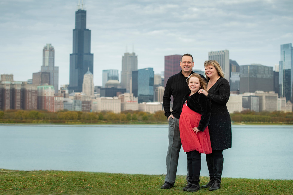 Professional outdoor family portrait in chicago