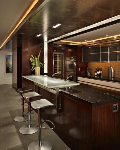 Cantilevered Glass Bar