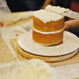 Icing a Naked Cake