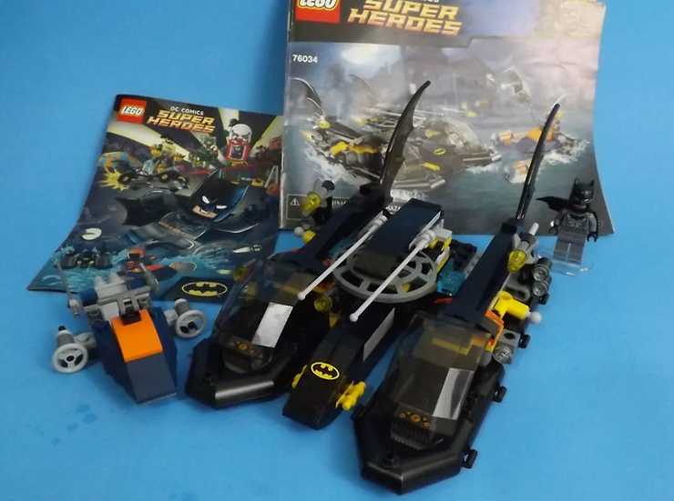 Lego DC SuperHeroes 76034 The Batboat Harbor Pursuit 98% Complete with 1 Minifig