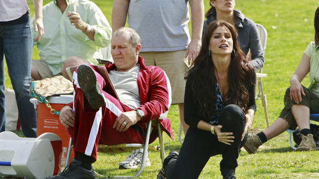 Jay (Ed ONeill) and Gloria (Sofia Vergara) at their sons soccer match