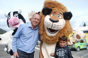 Alex the lion meets the principle