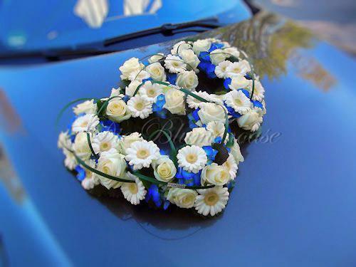 Doppel Blumenherz für Brautauto