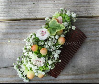 Blütenkamm passend zum Brautstrauß