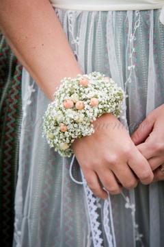 Blumenarmband als Ersatz für Brautstrauss