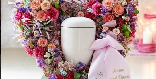 Stehendes Blumenherz für Urnenbeisetzung