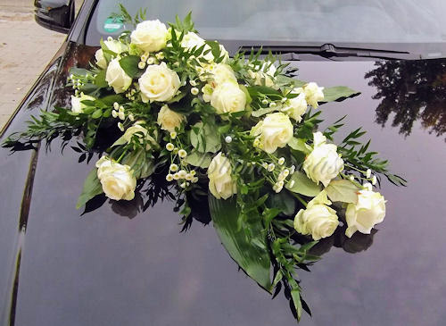 Blumengesteck für die Motorhaube