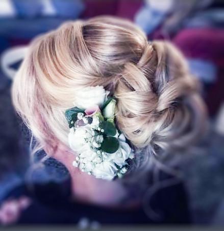 Blütenkamm für die Hochzeitsfrisur