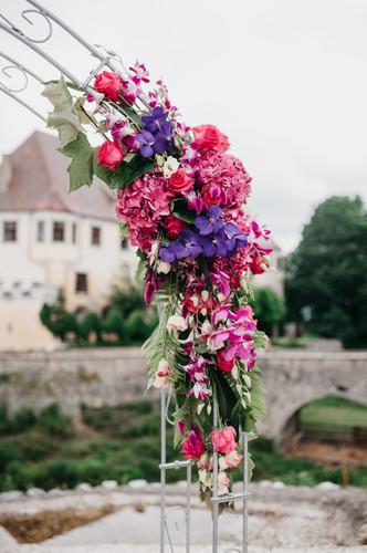 Schloss Guttenburg, Freie Trauung mit Blumenbogen