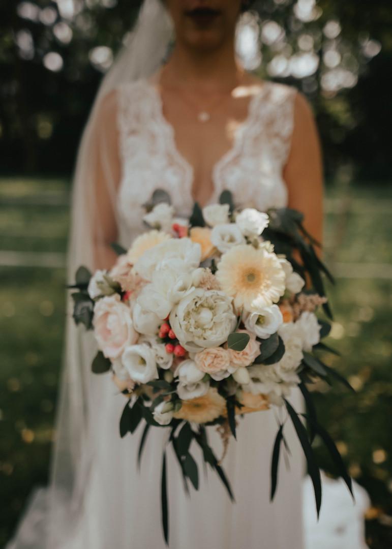 Brautrauß in creme und weiss tönen