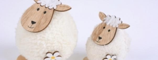 Schaf Wolli m Blüte z Stellen