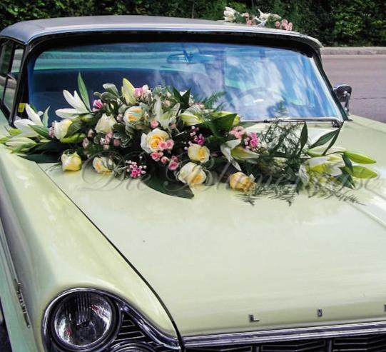 chevrolet mit Blumendekoration