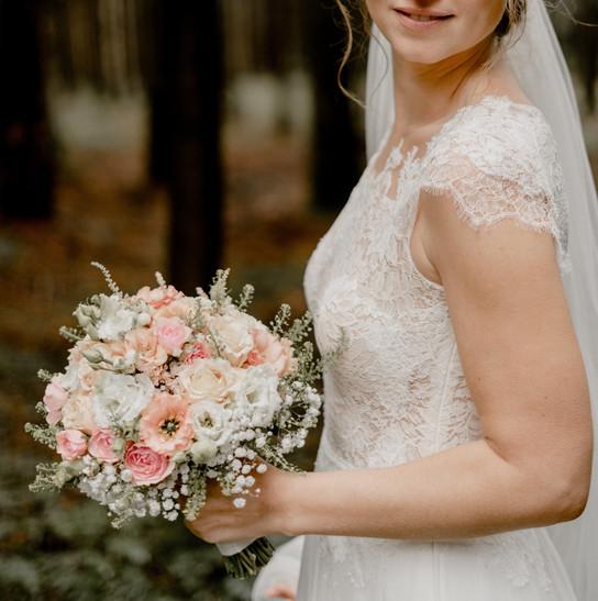 Brautstrauß in zarten Pastelltönen