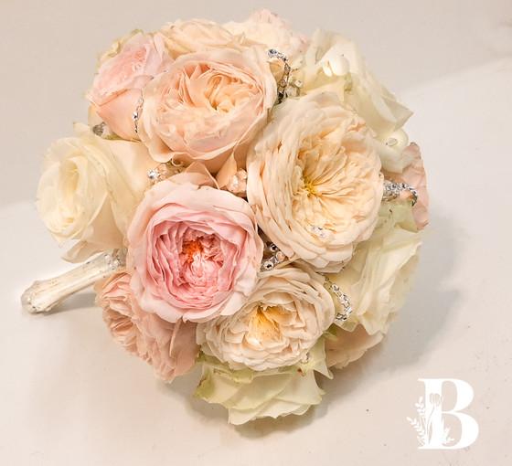 Brautstrauß mit gefüllten Rosen
