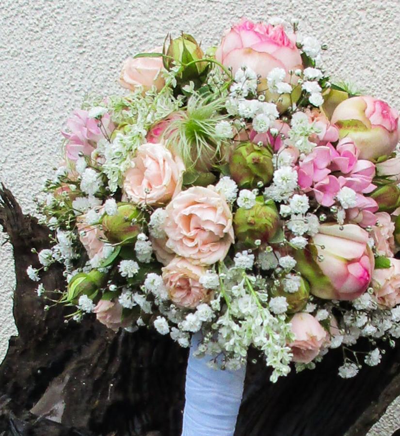 Brautstrauß rose weiss
