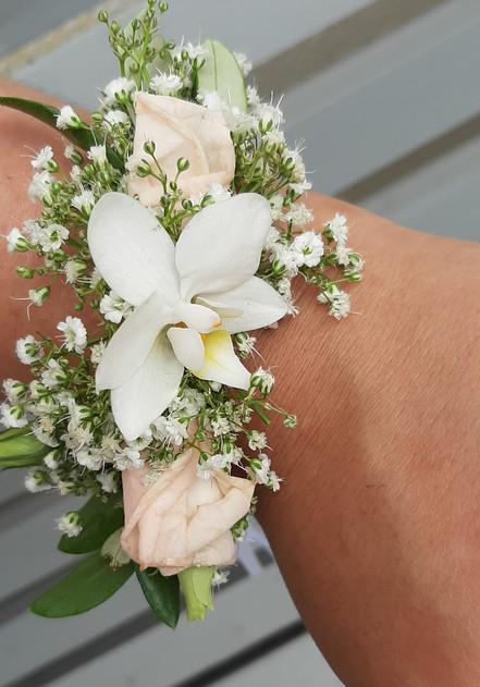 zartes Blumenarmbändchen