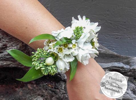 Blumenarmband für die Trauzeugin