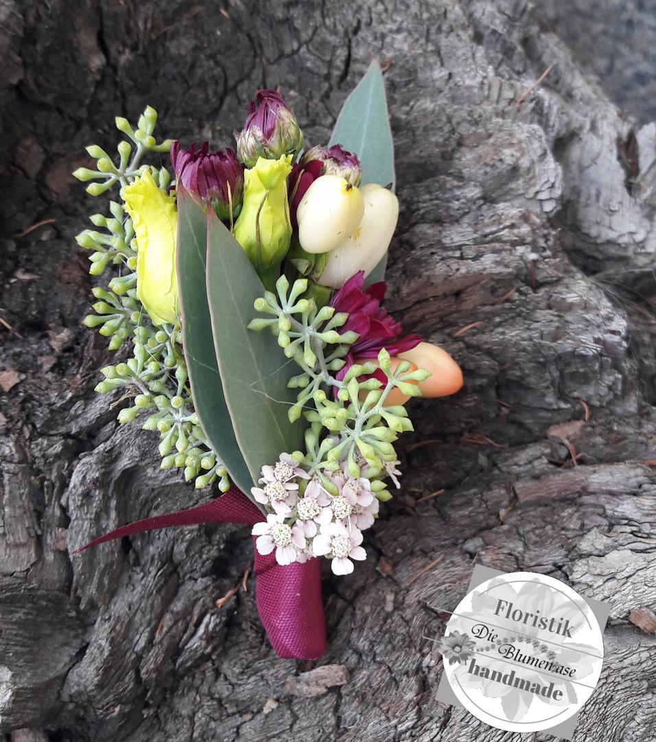 Blütencorsage für den Bräutigam