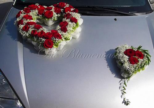 Blütenherzen für das Hochzeitsauto