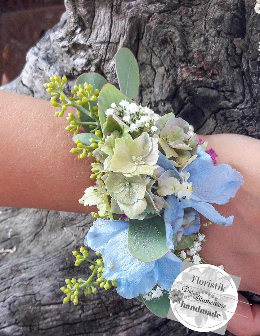 Blumenarmband für die Schwester