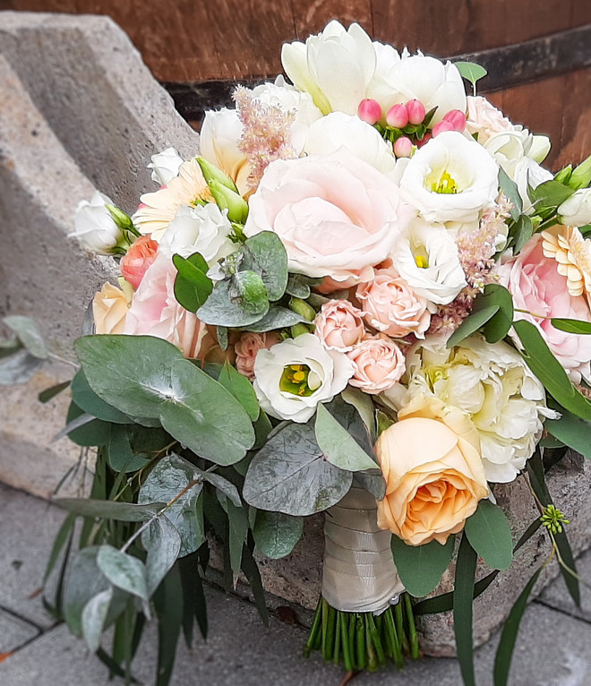 Braustrauß in Rose, rosa, apricot, weiss