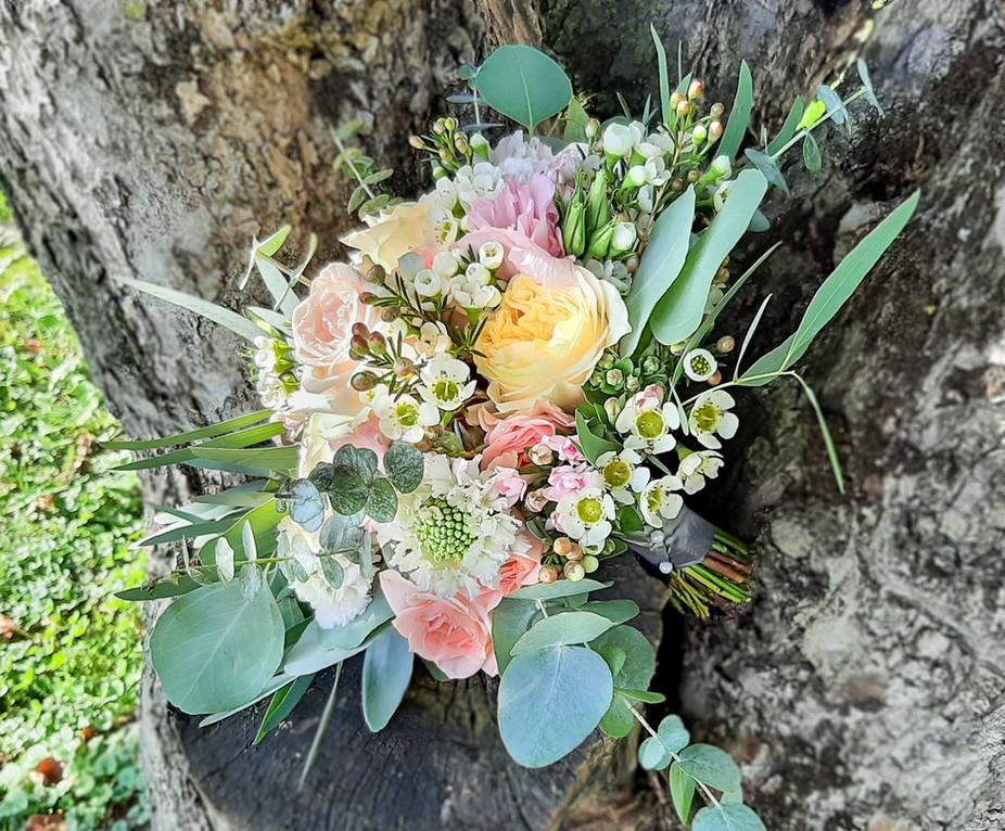 Brautstrauß in leictesommerlichen farbtönen