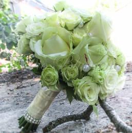 Brautstrauß in weiss nur mit Rosen