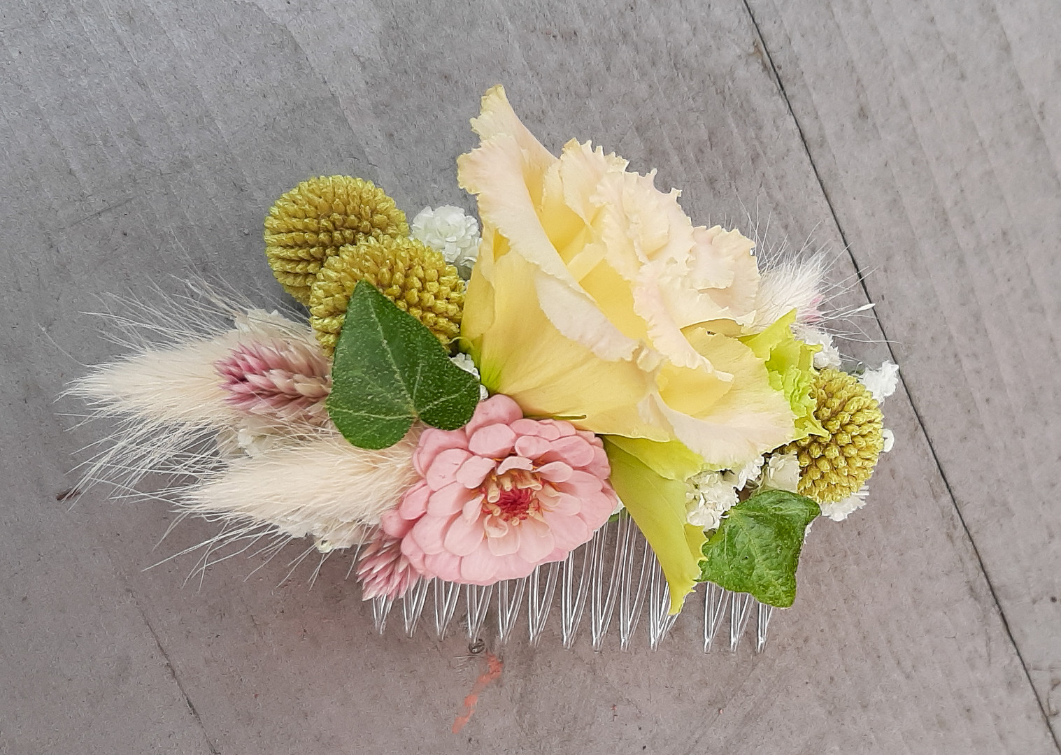 Blütenkamm für die Hochzeit