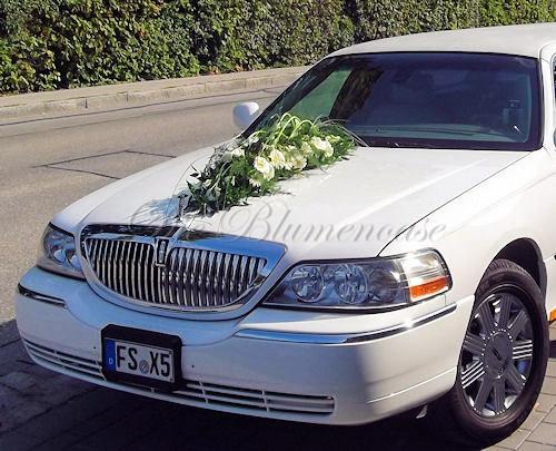 Limousine mit dezentem Blumenschmuck