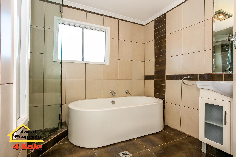 Rochedale- Amanda bath