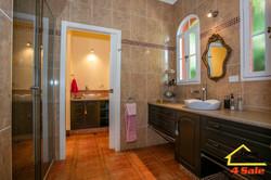 182 Long Rd Tamborine Mountain - Bathroom 2
