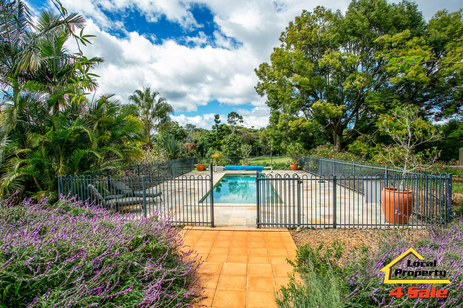 182 Long Rd Tamborine Mountain - Pool Entry