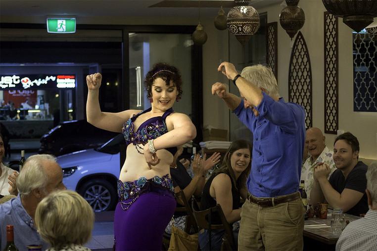 Belly dancer in restaurant Tara Yasmin