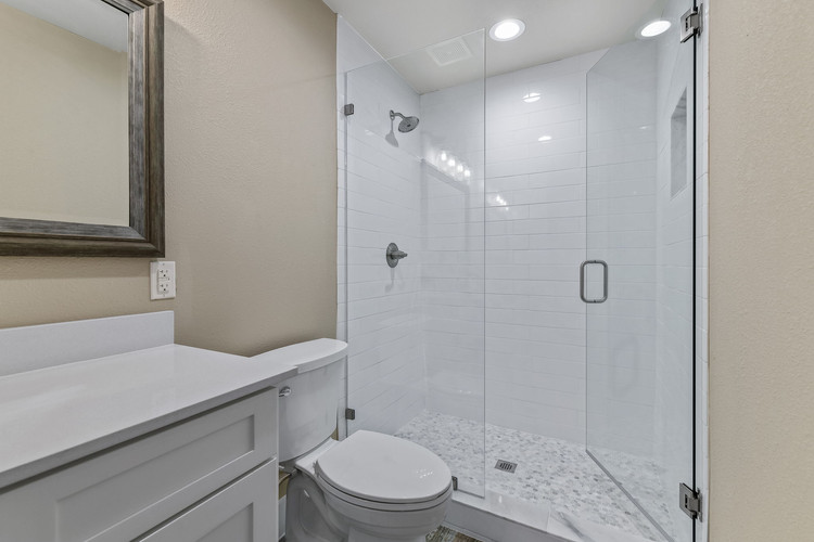 033-Upstairs Bath-FULL.jpg