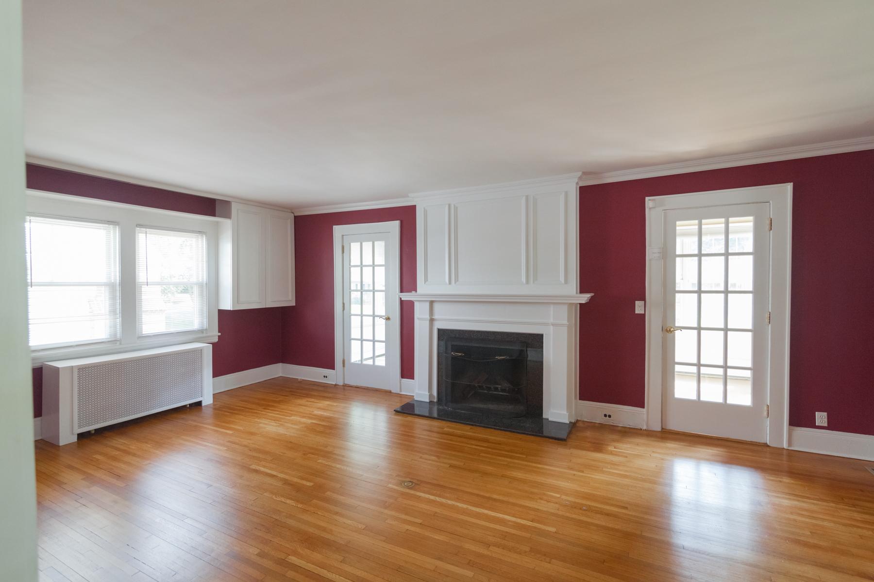 37 Vanderburgh Ave - Living Room alt-354