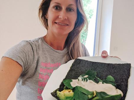 Nori Wrap mit Avocado, Ei und Blattspinat
