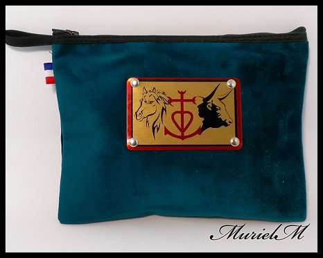 Trousse plate plaque sertie croix de Camargue taureau cheval