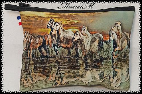 trousse plate chevaux Camargue