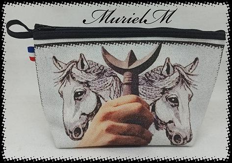trousse plate main de gardian chevaux Camargue