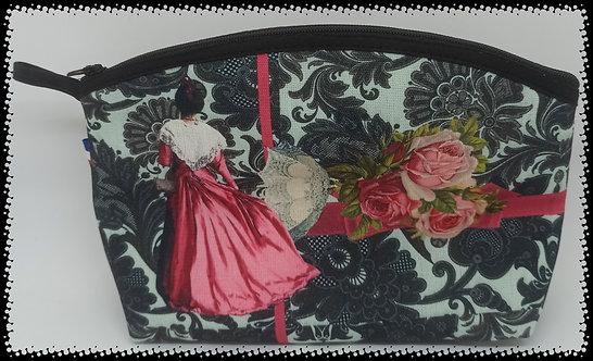 trousse de toilette arrondies arlésienne dentelles noir et roses muriel-m