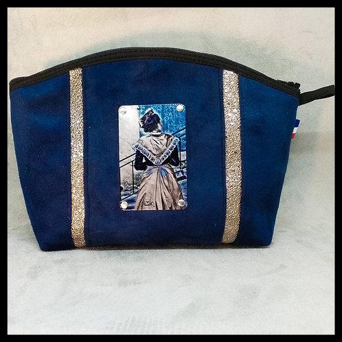 Trousse arrondie plaque sertie Arlésienne bleue