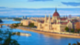Hungarian_Parliament_Building_from_acros