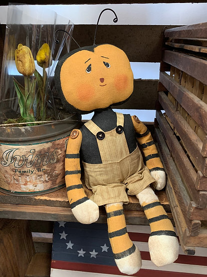 Primitive Grungy Bee 17""