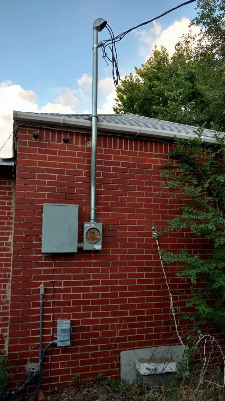 100 AMP Outside Breaker Box W Meter Can